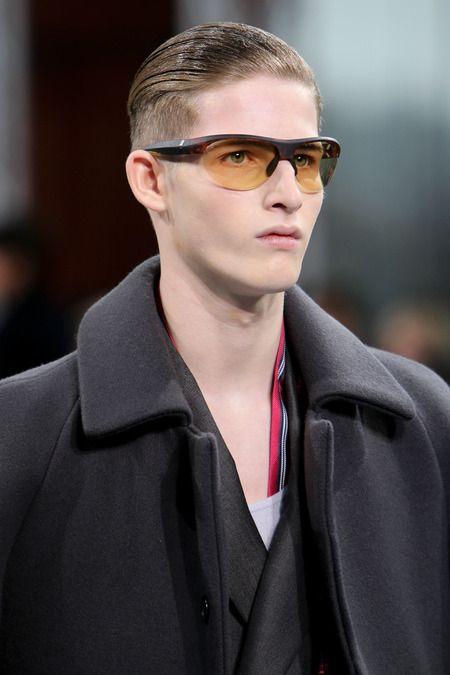Гладкая укладка на показе Louis Vuitton