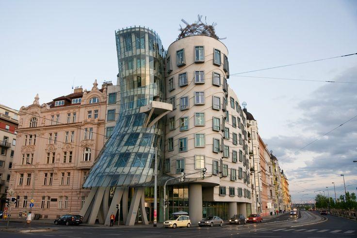 Immeuble à l'#architecture #originale à #Prague #Insolite #TripInsolite #funny #unusual #RépubliqueTchèque #travel #voyage