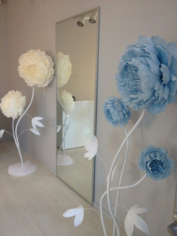 Paper flowers - I wish there were more tutorials for paper flowers like these.