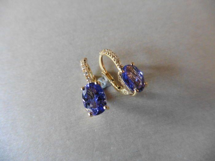 2 ct / 006 ct tanzanieten en diamanten druppeloorbellen  Paar Tanzanite en Diamond Drop Earrings instellen in 18ct geel goudHallmarked 7502 x ovaal geslepen Tanzanites 7 x 5mmTotale gewicht - 2ct (behandeling onbekend)12 x briljant geslepen diamanten 1mmTotaal gewicht - 0.06ctKleur - H / ikClarity - SI2klauw instelling met draaibare bevestigingenGouden gewicht - 2.6 gram inclusief stenenLengte - 15mm breedte - 12mmKomt in kleine presentatie doosHet verschepen Opties uit het Verenigd…