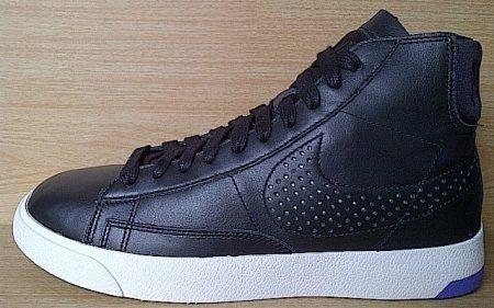 Kode Sepatu: Nike Blazer Lux Confort Black Leather  Ukuran Sepatu: 41 Harga: Rp. 770.000,- Untuk pemesanan hub 0831-6794-8611