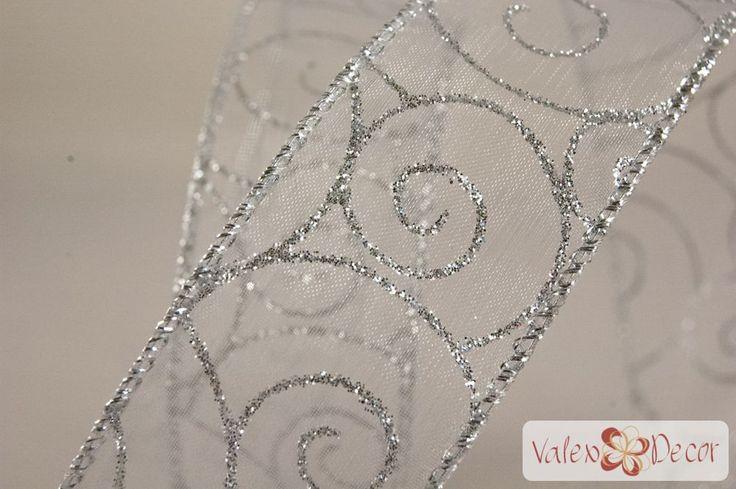 Karácsonyi organza szalag - fehér, ezüst indás - 38mm x 9,1m - Valex Decor Kft. | Virágkötészeti kellékek és dekorációk webáruháza