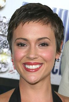Alyssa Milano pixie hairstyle photos