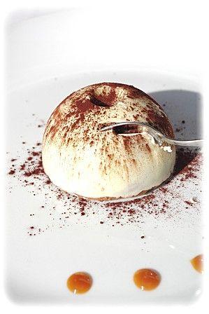 Dôme croustillant praliné mousse au chocolat et coeur de caramel au beurre salé