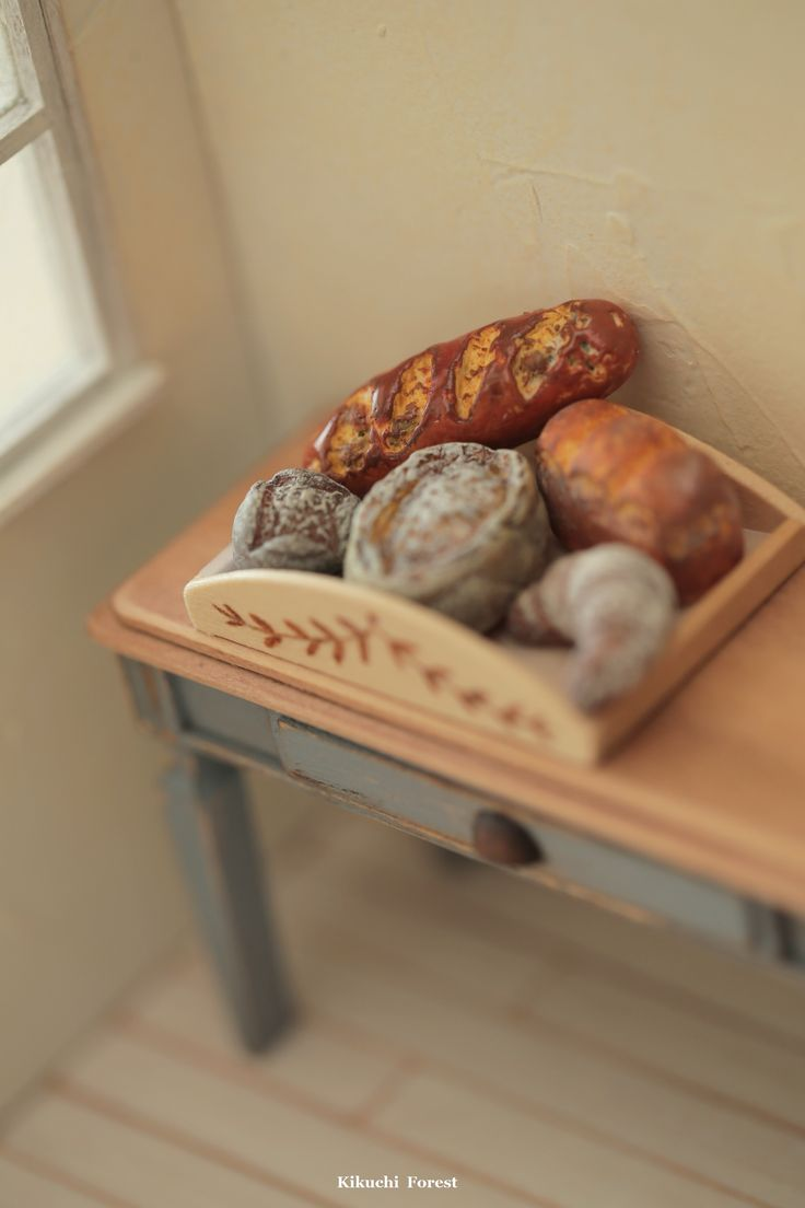 Miniature Food - Dollhouse Assorted Breads,baguette with handmade wooden Rustic Tray #handmade #frenchbreakfast #miniaturepastry #パン #pain #loaf #kikuikestudio #rustic #frenchstyle #homedecor