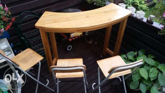 549 zł: Sprzedam bardzo okazyjnie stół dębowy (zaookrąglony) - stan bardzo dobry (bardzo dobre wykonanie). Wysokość 109 cm, długość 140 cm. Dodatkowo 3 krzesła IKEA. Dotychczas używany w kuchni, ale idealny t...