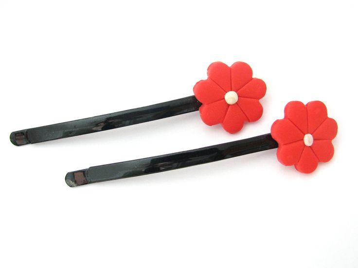 Agrafa neagra floare rosie cu alb din Fimo (4 LEI la daisy.jewelry.breslo.ro)