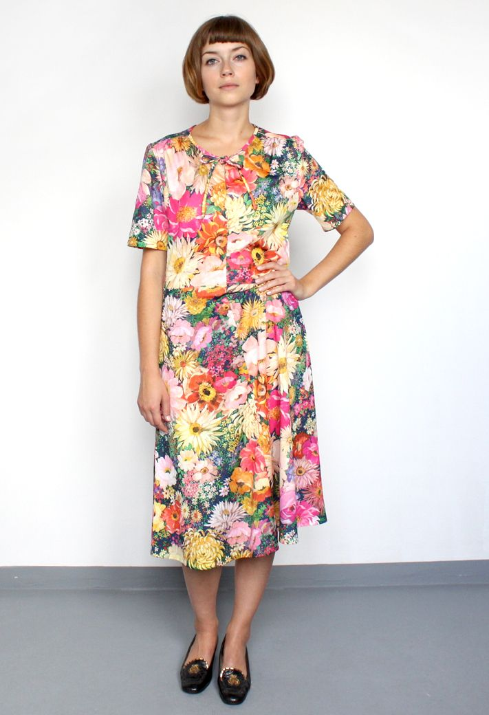 vintage/photo flower 70's dress/aevintagestore http://www.aevintagestore.com