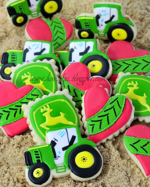 I saw these ans thought of my Bestie Danielle!!!!! John Deere tractor cookies =)