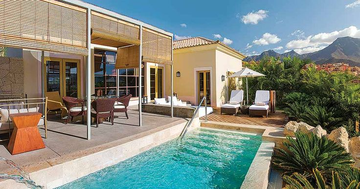 Found within the beautiful Bahia del Duque resort, Las Palmeras are a suite of stunning villas that offer guests privacy and tranquility. Las Palmeras V1E is a one bedroom villa that's the ideal destination for couples in search of a romantic getaway.