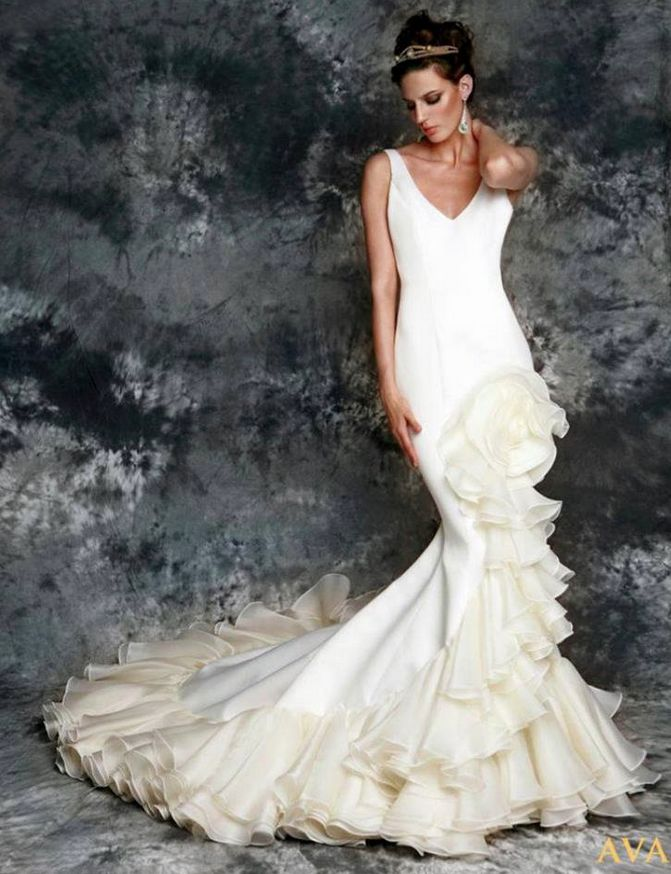 Vicky Martin Berrocal wedding dress with flower