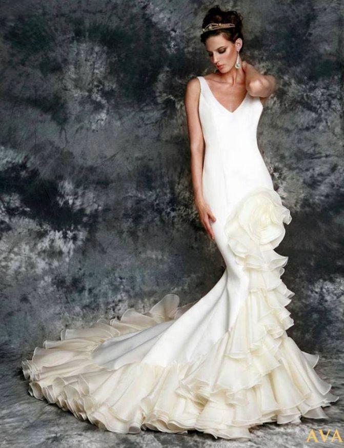 Vicky Martin Berrocal wedding dress with flower