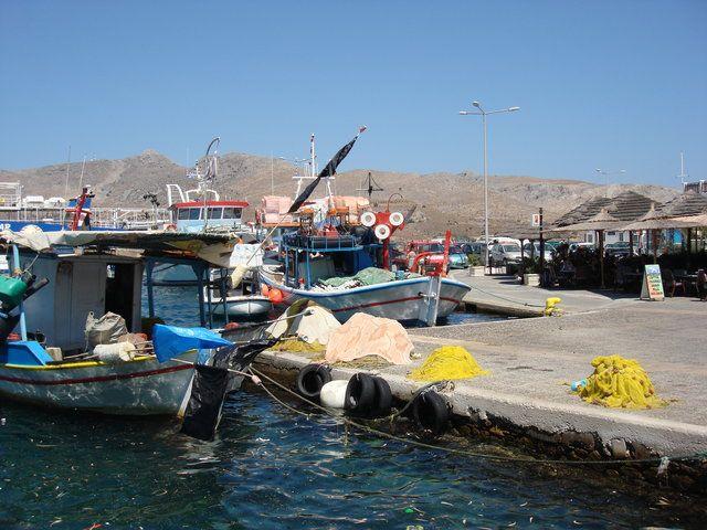 Υπέροχη φωτό από Αιγαίο (Λέρος) -  πανέμορφα ψαροκάικα στο ζωηρό ήλιο!  (ΦωτοGallery κοινότητας) #aegean #sea #sky #blue #sunset #pintrplaces #place #Leros #island #fish #boats #port http://my.aegean.gr/gallery/Places/Greece/Leros/DSC07302.JPG.html