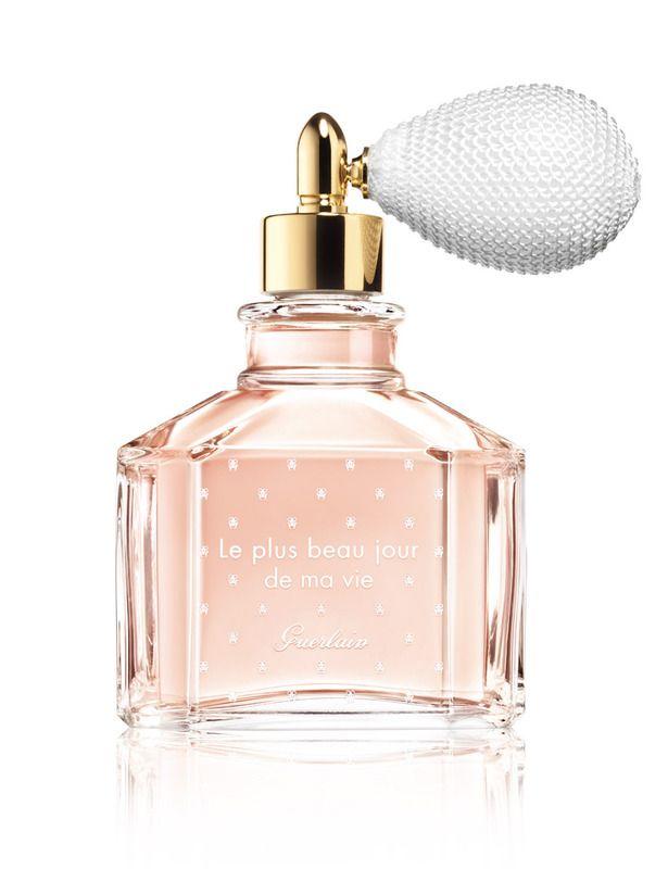 'Le Plus Beau Jour de ma Vie' (200 €), de Guerlain, es una sofisticada fragancia para novias a base de azahar, limón, almendra caramelizada, rosa, vainilla y almizcle. Un 'eau de parfum' romántico y perfecto para transportarte al día de tu boda con una pulverización.
