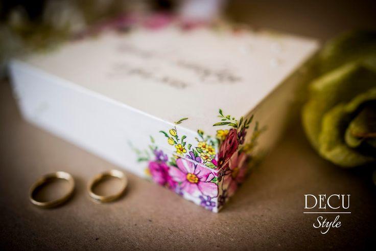 DECU Style - Decoupage blog: Pudełeczko na obrączki pełne kwiatuszków...