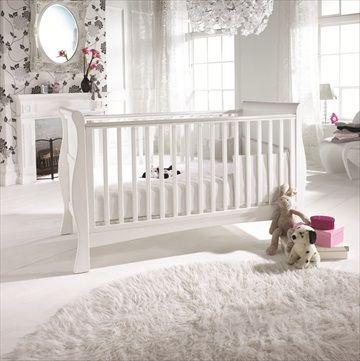 IZZIWOTNOT 3-i-1 Sprinkelseng/Barneseng 'Bailey'. Elegant og solid hvit barneseng i furu som konverteres enkelt fra en sprinkelseng til barneseng og til slutt, en nydelig dagseng Kr 4999
