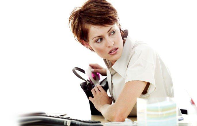 Diebstahl - Kündigungsgründe: Das sollten Sie wissen - Mal schnell die Steuererklärung kopieren, den privaten Brief mit einer Briefmarke versehen oder ein paar Stifte einstecken? Diebstahl am Arbeitsplatz ist gar nicht so selten...