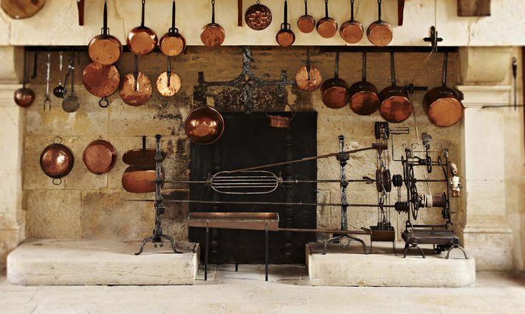 Bourgogne l ancienne cuisine l ancienne cuisine t moigne de la vie deco - Table de cuisine ancienne ...