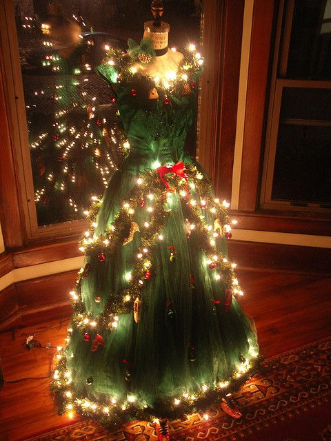 Christmas-Tree Dress (night) by kham, via Flickr Buy dress forms and mannequins at MannequinMadness.com for your christmas tree dress projects.