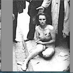 Il caso della ragazza 14enne del Bangladesh rapata a zero dai genitori musulmani perché si rifiutava di portare il velo, ha riportato alla memoria barbare violenze che si credevano finite, almedno nel nostro Paese. Il taglio dei capelli a un essere umano è un atto ignobile, un vero stupro dell'anima, una violenza traumatica messa in atto per umiliare, dileggiare ferocemente,[...]
