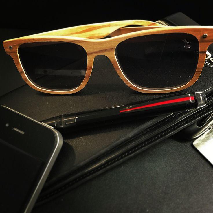 Lunettes solaires en bois d'Olivier fait main . Lunettes légères et de caractère adaptées de verres extra plats. Very chic! #SaintMartinDeLondres #lunettessurmesures #woodeyewear #faitmain #madeinfrance #luxurysunglasses #luxuryeyewear