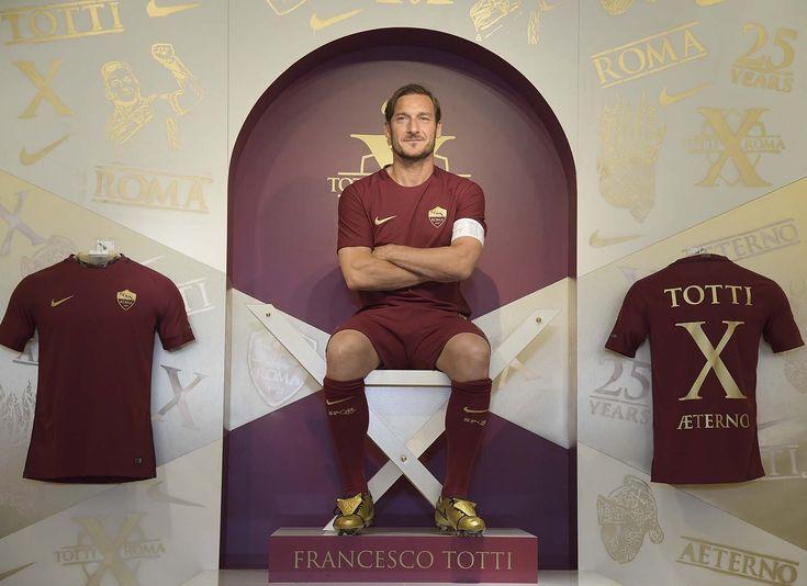 Mercoledì mattina, Francesco Totti è stato protagonista dell'evento di lancio degli scarpini Nike Tiempo Totti X Roma, a lui dedicati per i 25 anni di carriera in giallorosso