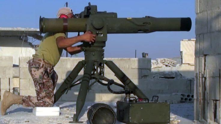 Un dispositivo antimisil similar a una pajarera evita que los rebeldes sirios destruyan un vehículo del Ejército gubernamental cargado de armas.
