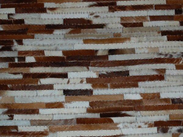 Teppe av sammensatte rektangulære skinnelementer (hvit/bruntoner)