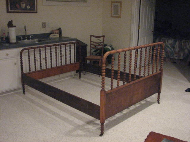 Victorian Cottage Jenny Lind Spindle Bed Queen Size