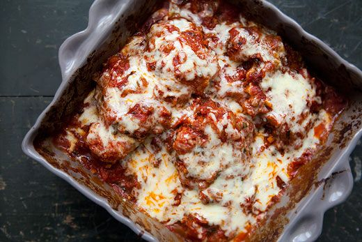 Chicken pieces coated with Parmesan and bread crumbs, fried and covered with a tomato basil marinara sauce, and topped with melted Mozzarella.: Dinners Tonight, Chicken Recipes, Italian Dinners, Chicken Marinara, Chicken Dinners Recipes, Chicken Thighs, Breads Crumb, Simply Recipes, Marinara Recipes