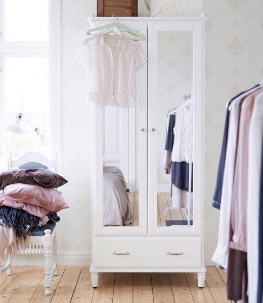 Nahaufnahme von TYSSEDAL Kleiderschrank weiß/Spiegelglas