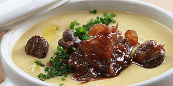 Φάβα με καραμελωμένα κρεμμύδια και κάππαρη τηγανητή