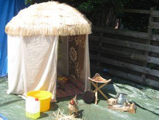 Hut maken van een parasol. Ook leuk voor binnen!