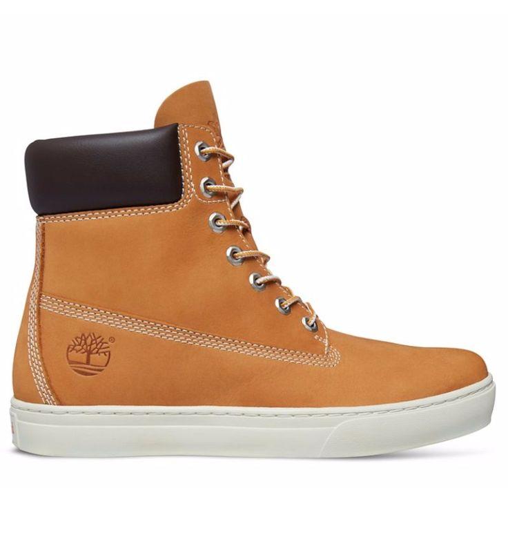 Réf : 6667R Baskets montantes Timberland Earthkeepers Newmarket 2.0 Cupsole 6 inch pour Homme. Cette paire de sneakers Timberland a été imaginée pour un look moderne en milieu urbain tout en rappelant l'héritage de la célèbre botte jaune. Avec un jean ou un chino, cette paire de baskets Timberland en cuir jaune vous assurera un style tendance dans votre ville. Cuir premium velouté (nubuck) issu de tanneries certifiées Argent par LWG.