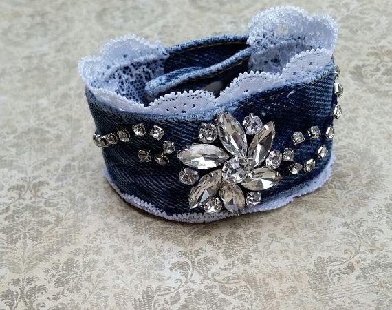 Bracelet manchette en denim jeans recyclés par RepurposedRelicsTX