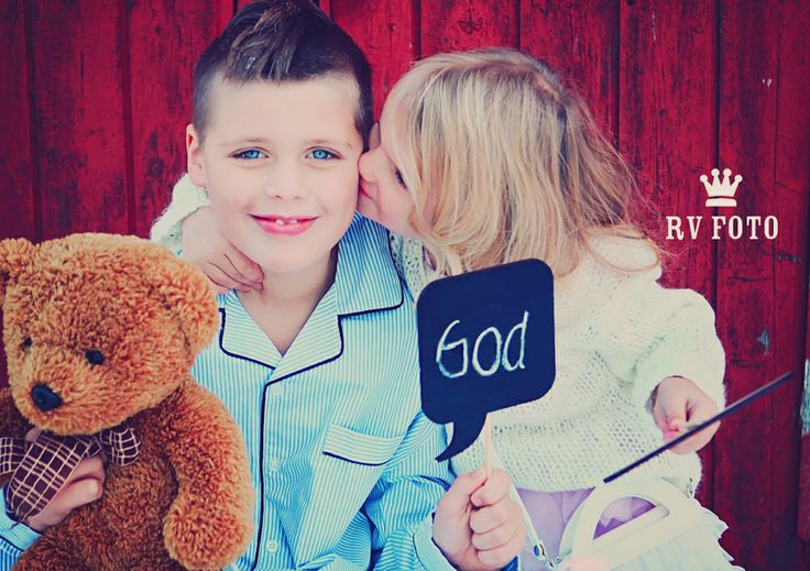 siblings photo #siblings #sibling #photo #photograph #signs #good #bear#kiss