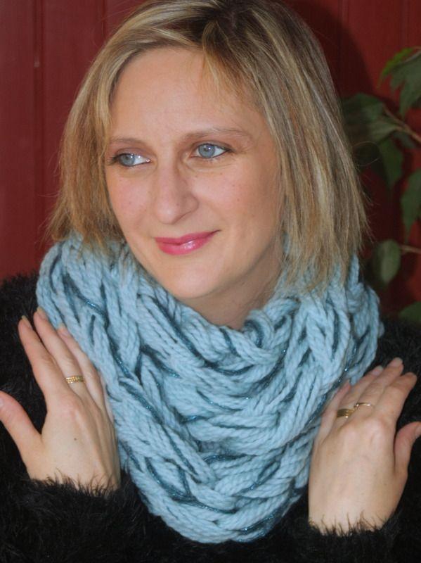 Snood 2 tours bleu glaçon pailleté : Echarpe, foulard, cravate par magalie-tissot-creations