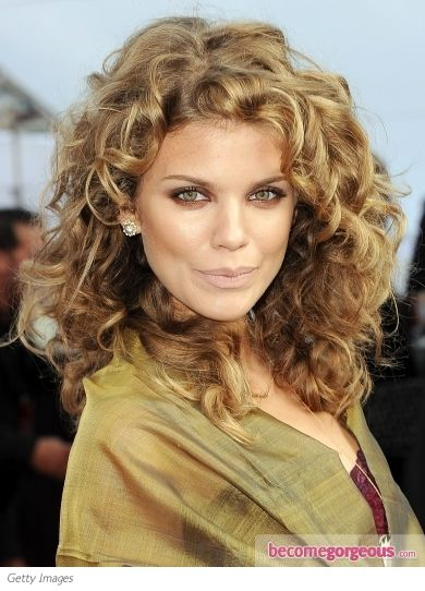 AnnaLynne McCord Natural Curly Hairstyle-- woop woop! My naturally curly hair sister! Embrace your curls!