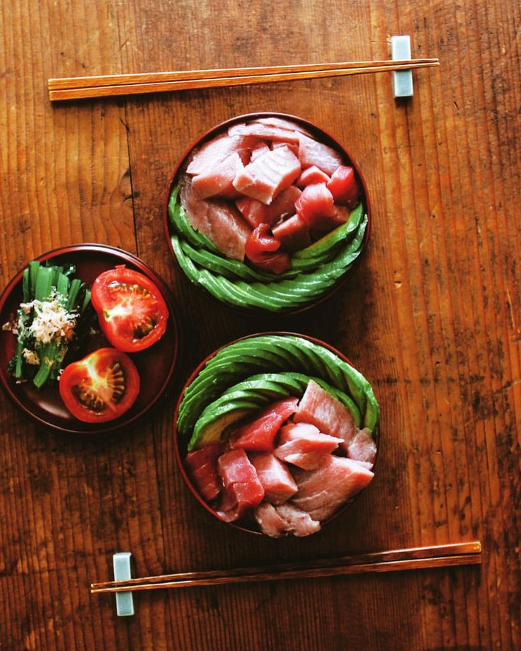 Tuna Avocado Bowl . 今夜はマグロアボカド丼 . ウナギかマグロか選択に悩むも、 食べ応えあるマグロのブツに大満足 . #マグロアボカド丼 #本まぐろ #マグロ #マグロブツ #アボカド #晩ご飯 #樋口さんちのわっぱ #雨の日の晴れごはん #tuna #avocado #tunaavocadobowl
