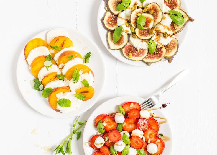 Vandaag deel ik niet één, maar drie Caprese salade recepten met jullie. Ik ben dol op de klassieke Caprese salade met tomaat, mozzarella en basilicum.