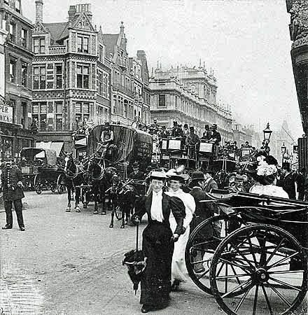 Piccadilly, London c 1900.