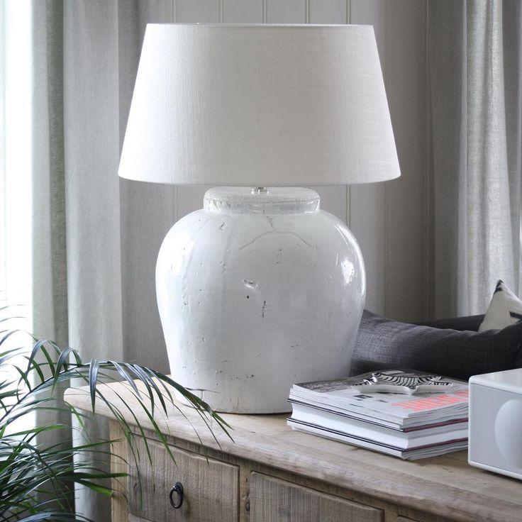 """""""Vi har flere flotte keramikk lamper fra Light&Living i butikken, både glaserte som denne og med røff finish. Vi hjelper deg gjerne med å finne den lampen…"""""""