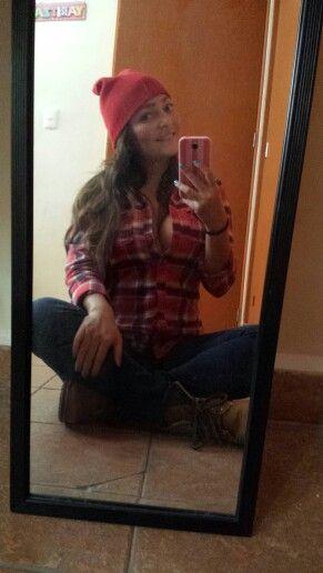 Outfit de leñador, blusa abercrombie roja, botas y gorro. Plus size