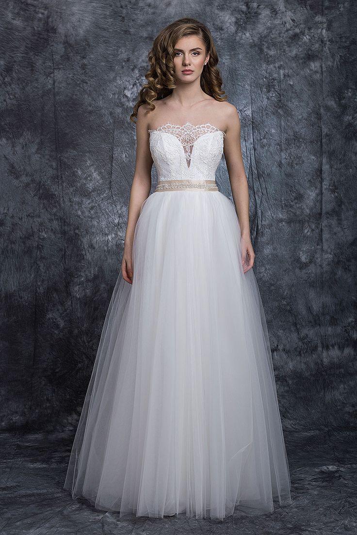 ❤ rochia de mireasa Ianula ❤  detaliile delicate ale corsetului sunt subliniate de un cordon bej, accesorizat.  #rochie #mireasa #nunta #weddingdress #bridetobe #bride #gown #white #rochiedemireasa Casa Vogue Mariage