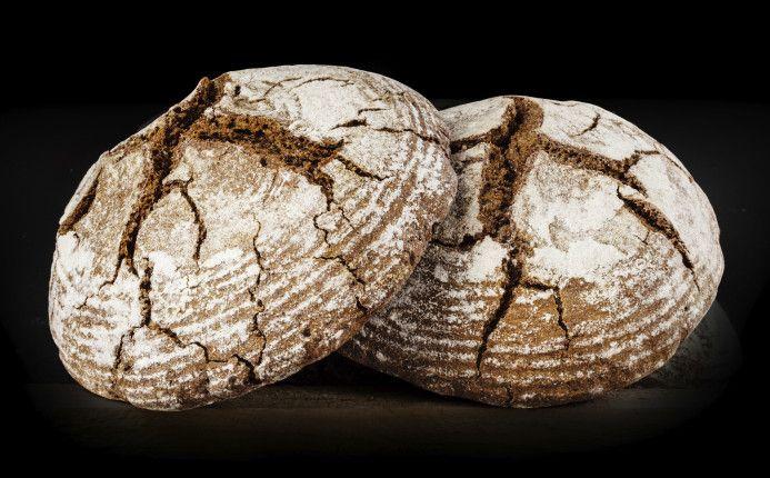 La ricetta perfetta per un pane integrale fragrante, fatto in casa, ottimo a colazione con la marmellata o a merenda con i salumi