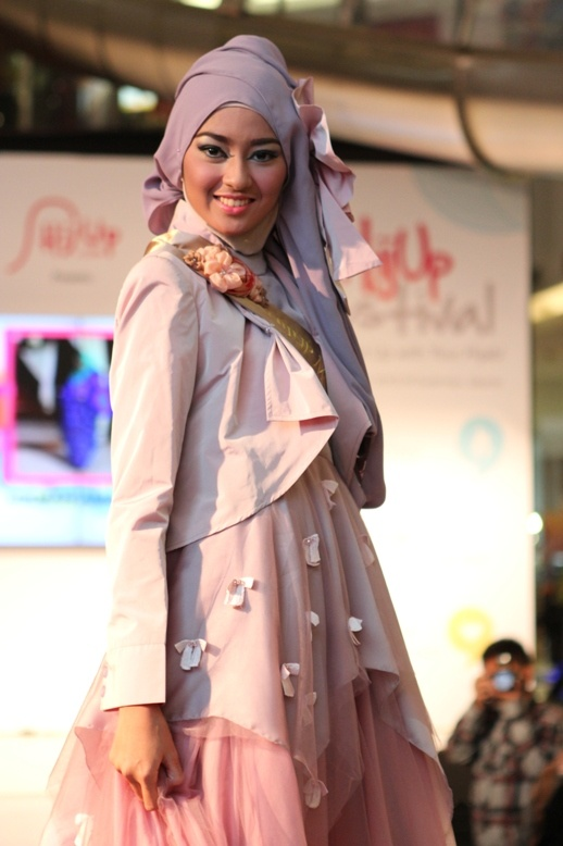 Finalist Grand Final HijUp Model Look 2013 : Hikmah Amalia (Ria Miranda's Collection)