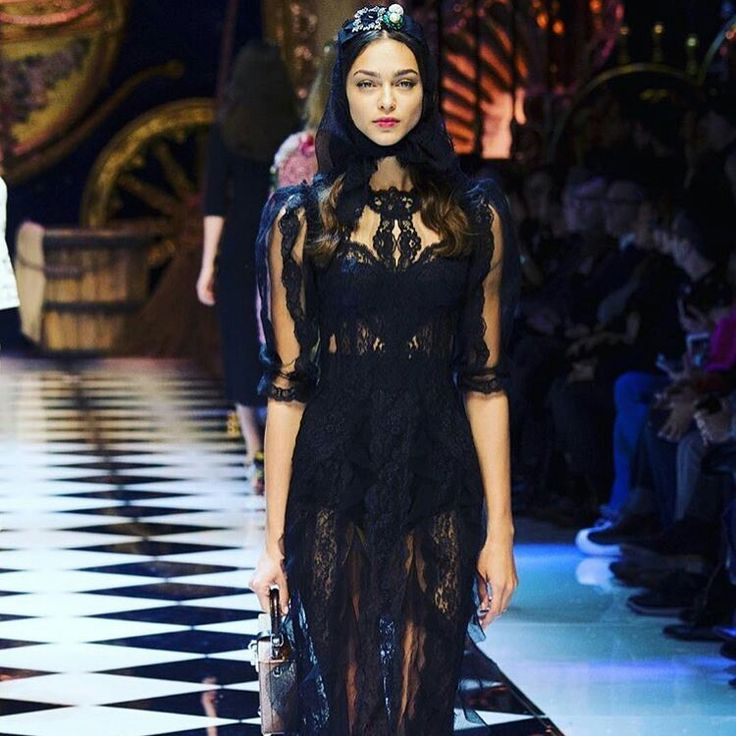Dolce&Gabbana Fall-Winter 2016-17 #DGFabulousFantasy Women's Fashion Show. Very Chic and Sensual this Dress with Transparencies and Precious Lace. And always very Glamour the Accessories! More insights on @dolcegabbana and #dgfw17. Also follow @voguerunway and #MFW.