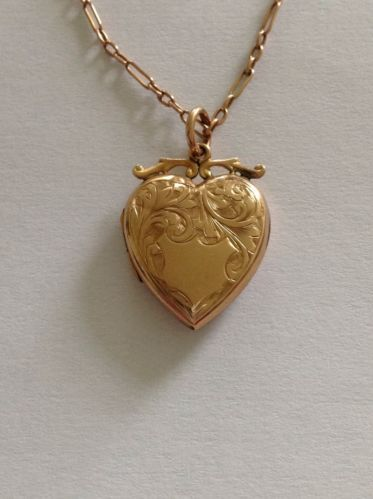 Fine Victorian 9ct Gold B & F Engraved Heart Locket & Antique 9ct Gold Chain