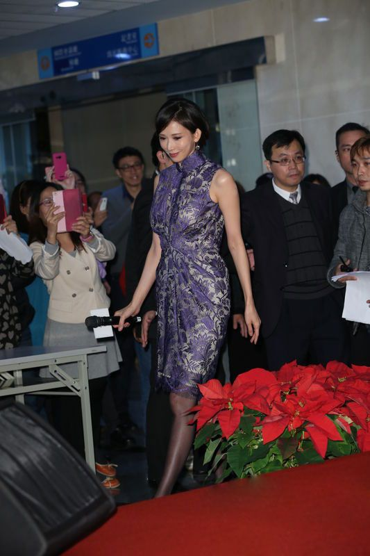 Chiling Lin in blue qipao to attend media conference.