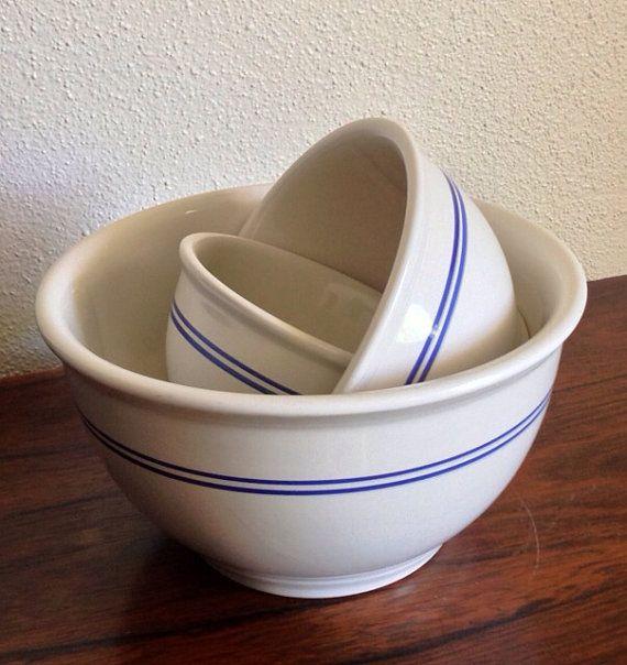 Vintage Off White Gibson Stoneware Nesting Farmhouse Mixing Bowls